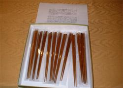 古谷会員から端材活用箸の提供